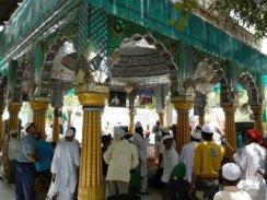 Bakhtiyar Kaki's tomb