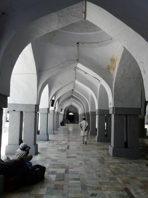 02 04 nizamuddin