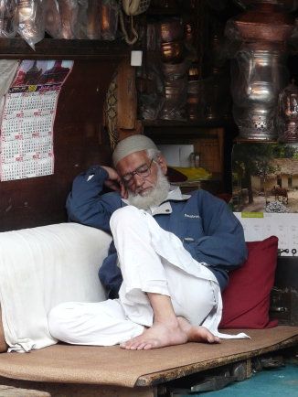 Sleeping on the job, Srinagar